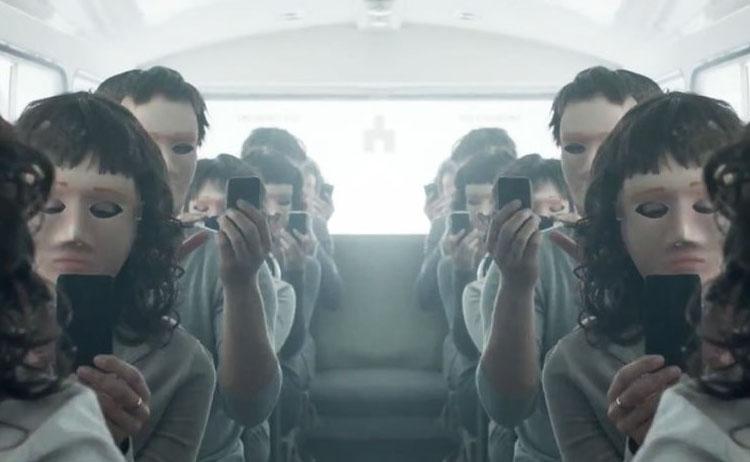 Black Mirror. Foto de Liga