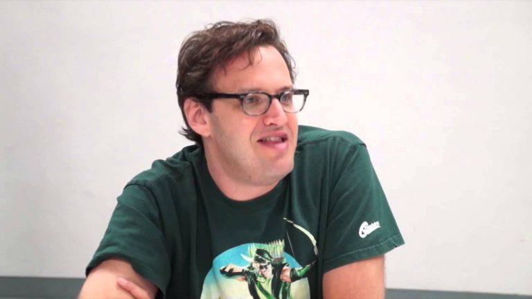 Warner afasta produtor de Arrow, Flash e Supergirl após múltiplas acusações de assédio
