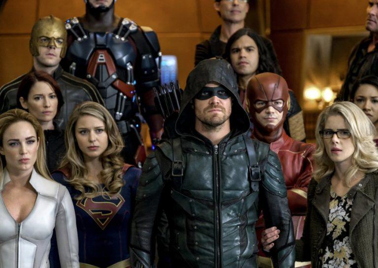 Novas imagens do crossover do Arrowverse mostram os super-heróis reunidos