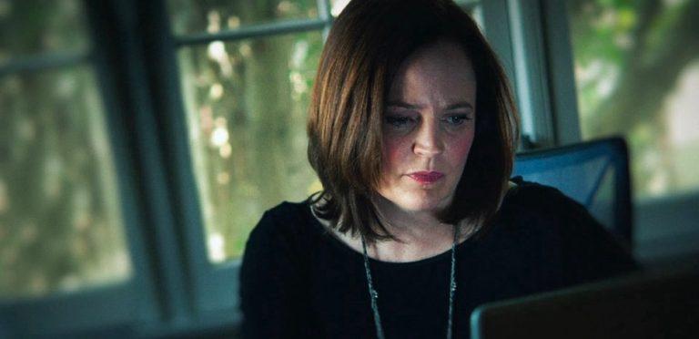 """I'll Be Gone in the Dark: uma excelente série de """"crime verídico"""" da HBO"""